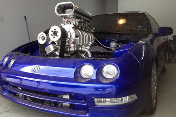 Acura Integra Coupe с 6,5-литровым двигателем GM