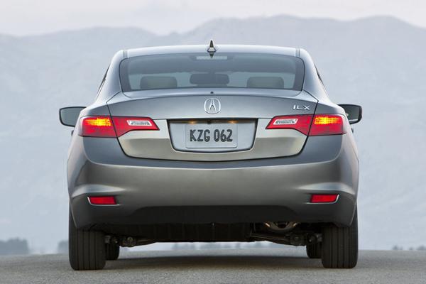 Acura объявила цены на компактный седан ILX 2013