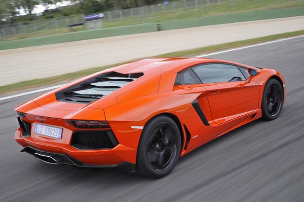 Lamborghini отключит Aventador'у 6 из 12 цилиндров