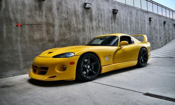 Dodge Viper Venom 650R на дисках от HRE Wheels