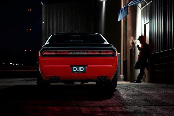 "Spade Made снабдил Dodge Challenger катками на 26"""