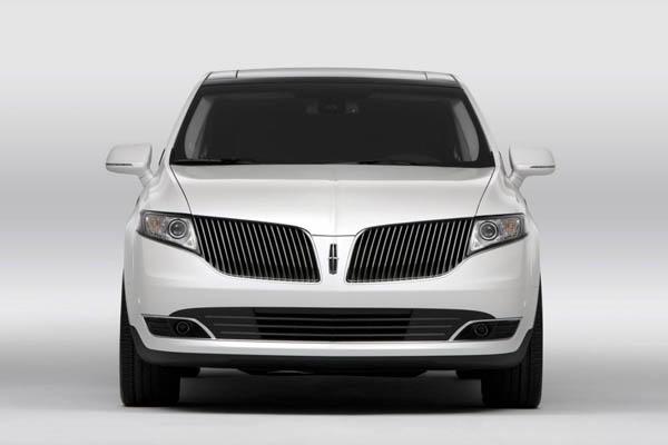 Lincoln MKT Town Car получил новый двигатель