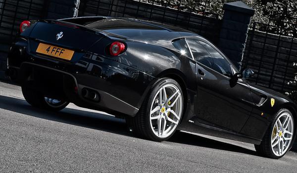 Kahn Design слегка доработалo Ferrari 599 Fiorano