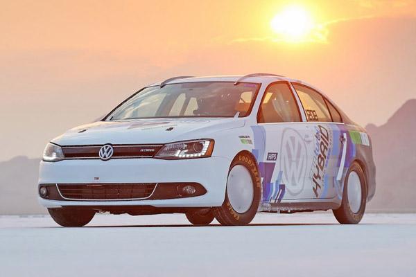 Volkswagen Jetta Hybrid разогнался до 298,363 км/ч