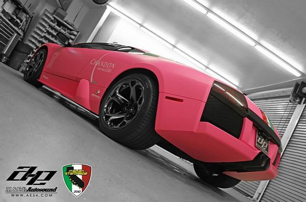 Lamborghini Murcielago «упаковали» в розовый винил