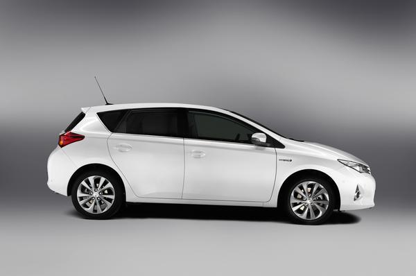 Новые данные и первые фото будущего Toyota Auris