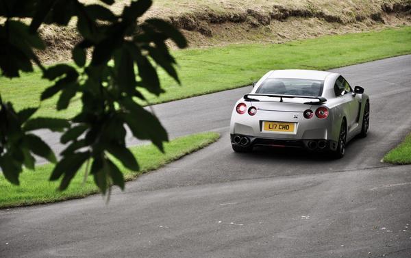 900-сильный Nissan GT-R от Litchfield Motors