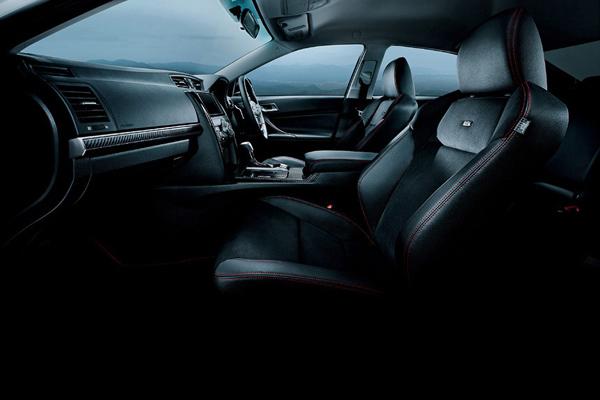 Toyota представила обновленный седан Mark X 2013