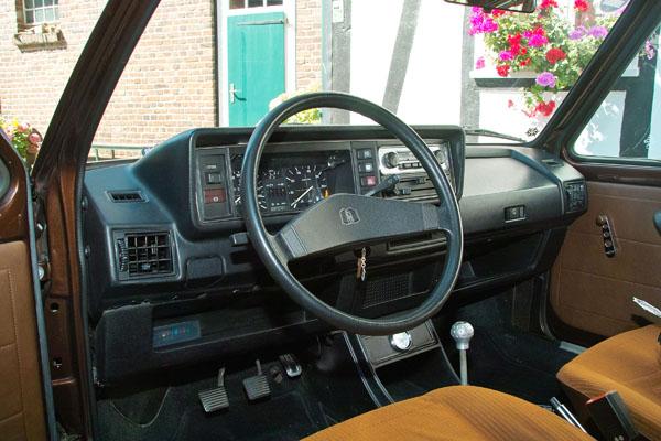 Volkswagen Golf I «запрягли» 220-ю лошадьми