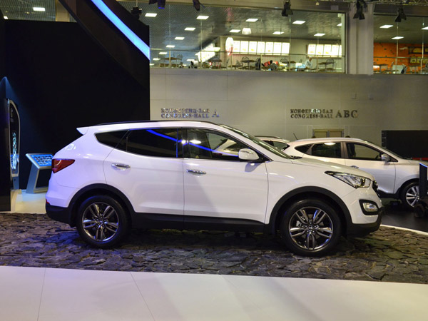 Объявлены рублевые цены на Hyundai Santa Fe 2013