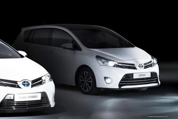 Toyota показала новые модели Auris и Auris Tourer