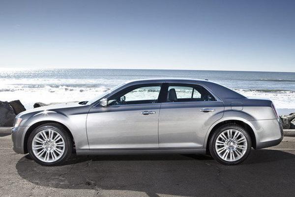 Chrysler представил седан 300 Glacier Edition