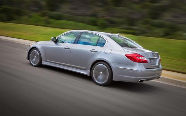 Hyundai объявил цены на седан Genesis 2013 года