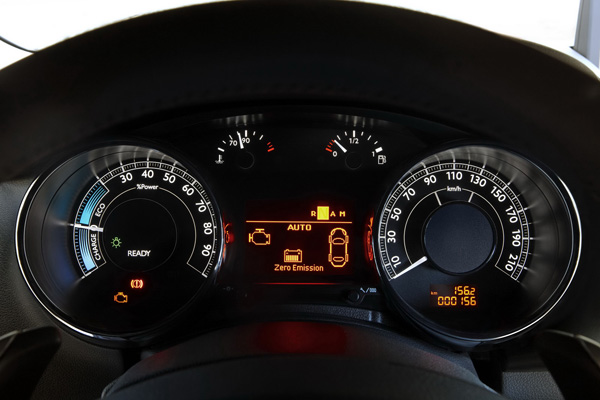 Peugeot доработал кроссовер 3008 HYbrid4