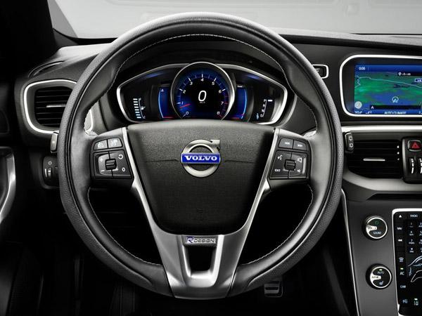 Volvo V40 наделили спортивным пакетом R-Design