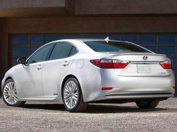 Объявлены цены на Lexus ES 2013 в России