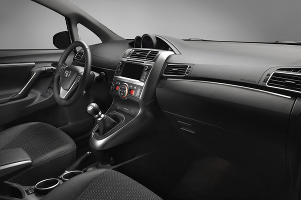 В Париже представят обновленную Toyota Verso 2013