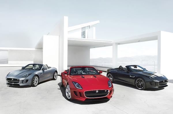 Jaguar опубликовал новые фото родстера F-Type