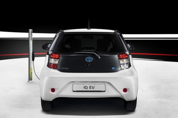 Toyota покажет в Париже электроверсию модели IQ