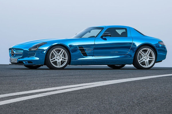 Mercedes рассекретил электрокар SLS AMG