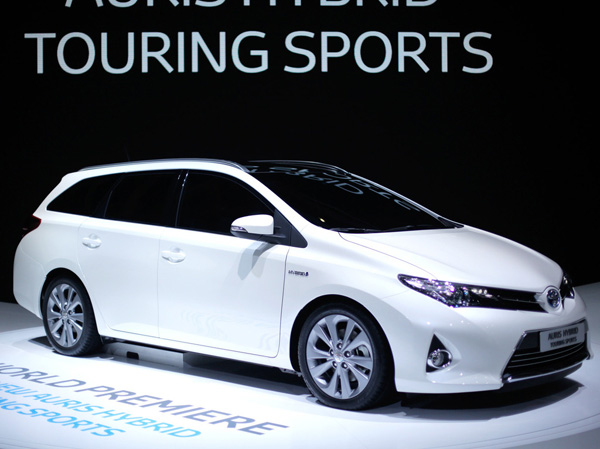 Toyota Auris Touring Sports Hybrid - новинка Парижа