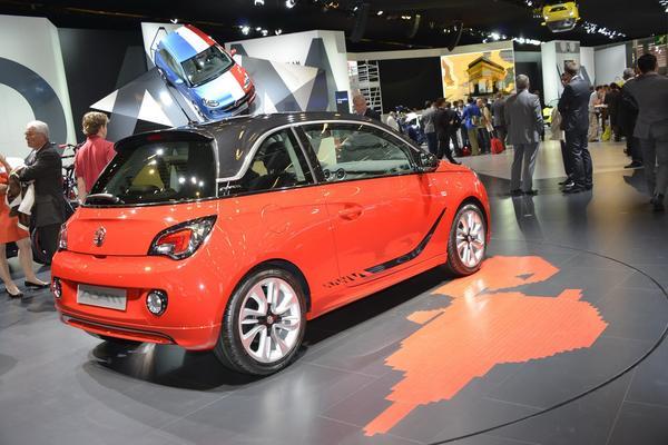 В Париже официально представили новый Opel Adam