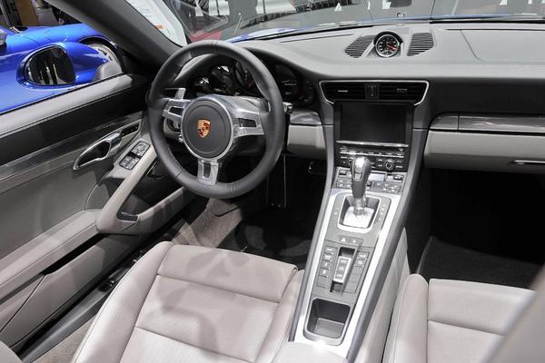 Porsche показал в Париже новые 911 Carrera 4 и 4S