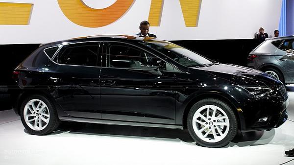 На выставке в Париже назвали цену SEAT Leon 2013