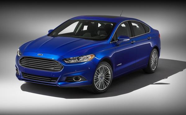 Ford представил седан Fusion Hybrid Titanium 2013