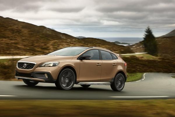 Стала известна стоимость новых моделей Volvo V40