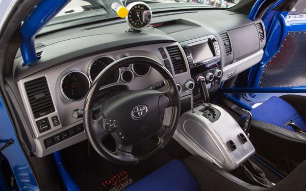 Toyota Sequoia превратилась в драгстер DragQuoia