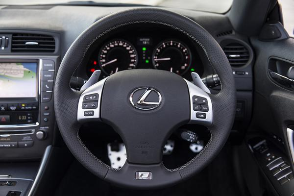 Новые данные о кабриолете Lexus IS 250C F Sport