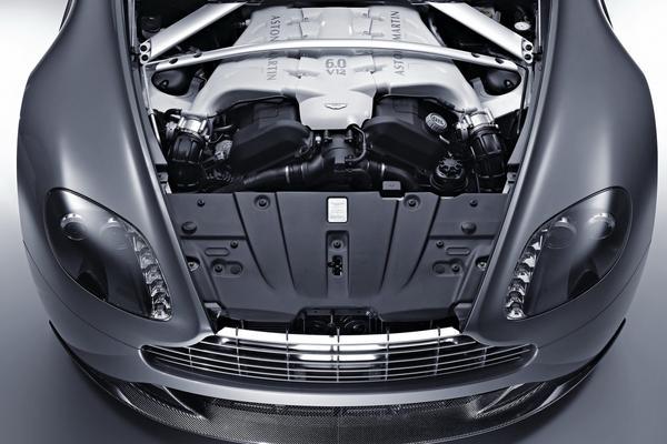 Крошечный Aston Martin Cygnet снабдили мотором V12