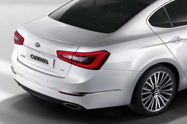 Kia представила среднеразмерный седан K7 / Cadenza