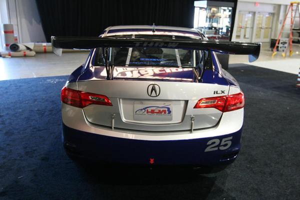 Acura превратила седан ILX в гоночный болид