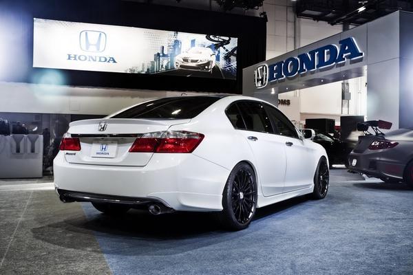 Honda показала тюнингованные купе и седан Accord