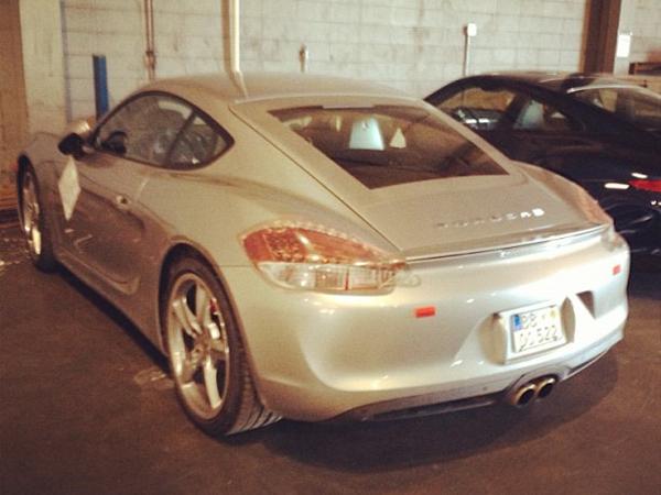 В сеть просочились снимки Porsche Cayman 2013