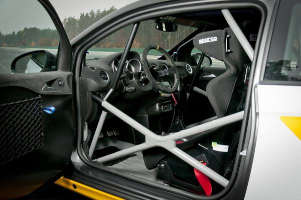 Opel Adam и Astra превратят в гоночные болиды