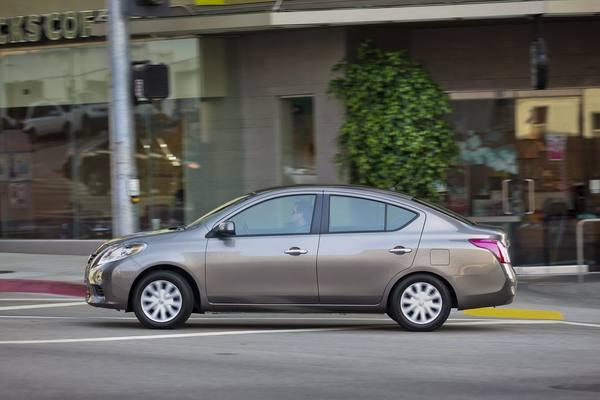 Nissan объявил цены на бюджетный седан Versa 2013