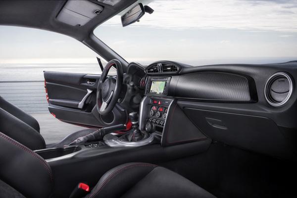 Toyota работает над гибридным кабриолетом GT86