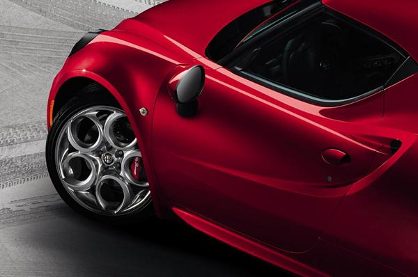 Alfa Romeo 4C - первые снимки серийной модели
