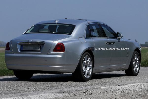 Обновленный Rolls-Royce Ghost замечен папарацци