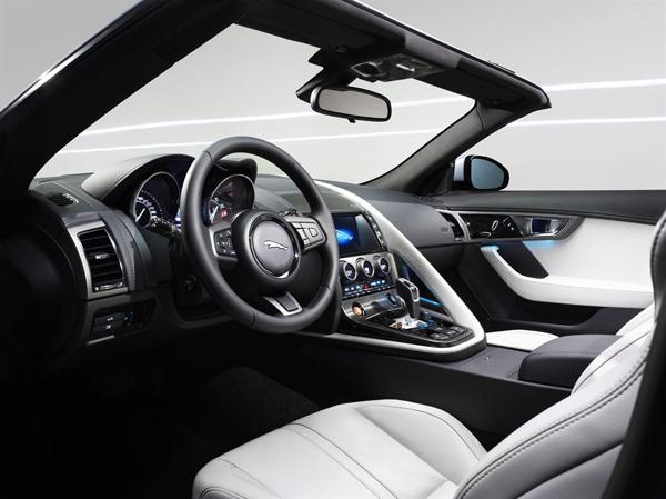 Jaguar F-Type будет стоить 3 830 000 рублей