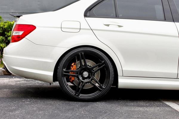 Mercedes-Benz C63 AMG от Renntech и HRE Wheels