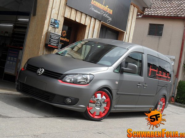 Матовый Volkswagen Caddy от SchwabenFolia