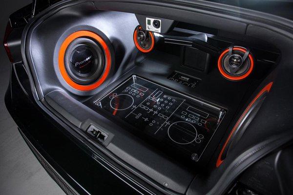 Scion FR-S превратили в передвижную дискотеку
