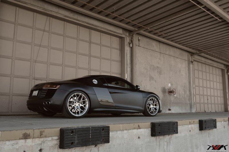 Черный матовый Audi R8 V8 на дисках HRE P40SC