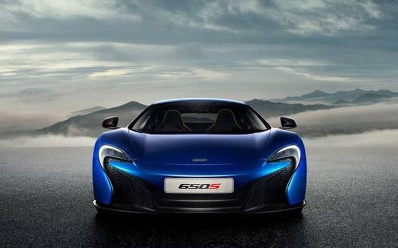 В сети появились официальные снимки суперкара McLaren 650S