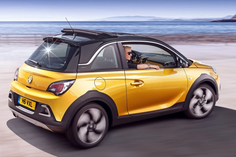Opel Adam Rocks - хэчтбек с амбициями кроссовера