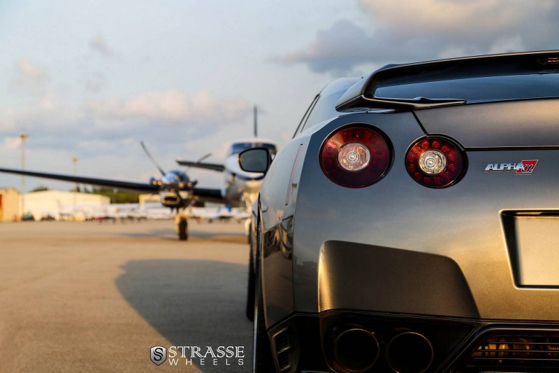 Nissan GT-R Black Edition от AMS Performance и Strasse Wheels